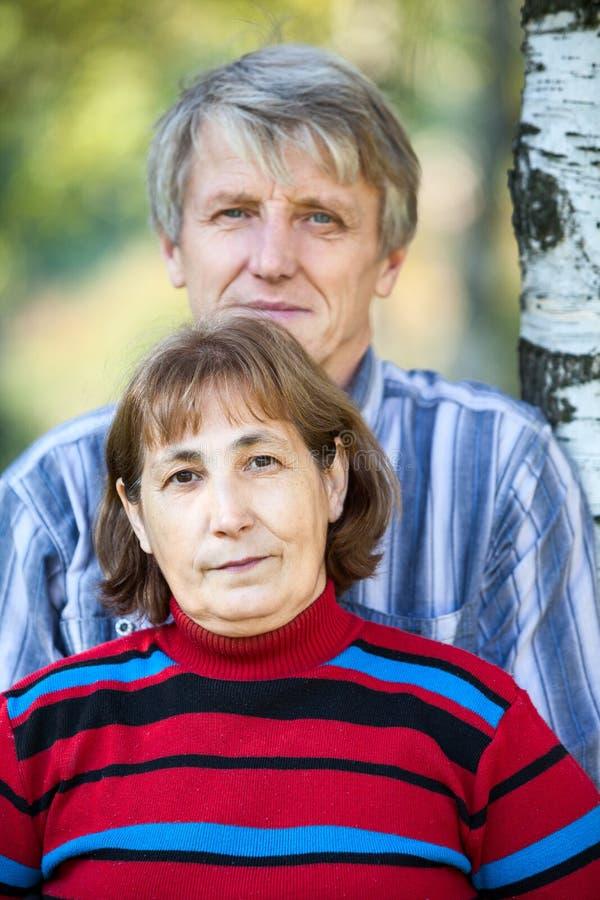 Portrait caucasien supérieur principal de couples et d'épaules photographie stock