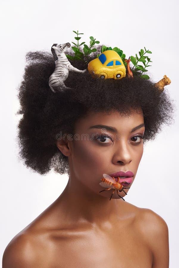 Portrait conceptuel de dame ethnique dans le style de safari image stock