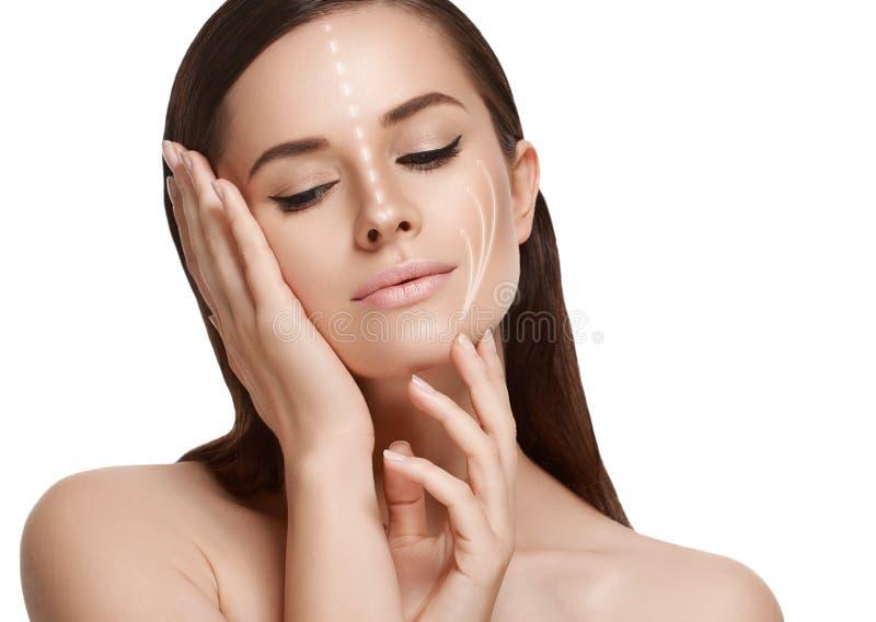 Portrait cosmétique de beauté de plan rapproché de femme Projectile de studio backg blanc photo libre de droits