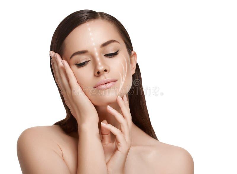 Portrait cosmétique de beauté de plan rapproché de femme Projectile de studio backg blanc photographie stock