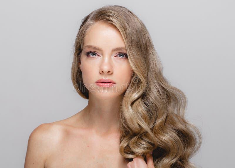 Portrait cosmétique de beauté de plan rapproché de femme, pour le beau peop de salon images stock