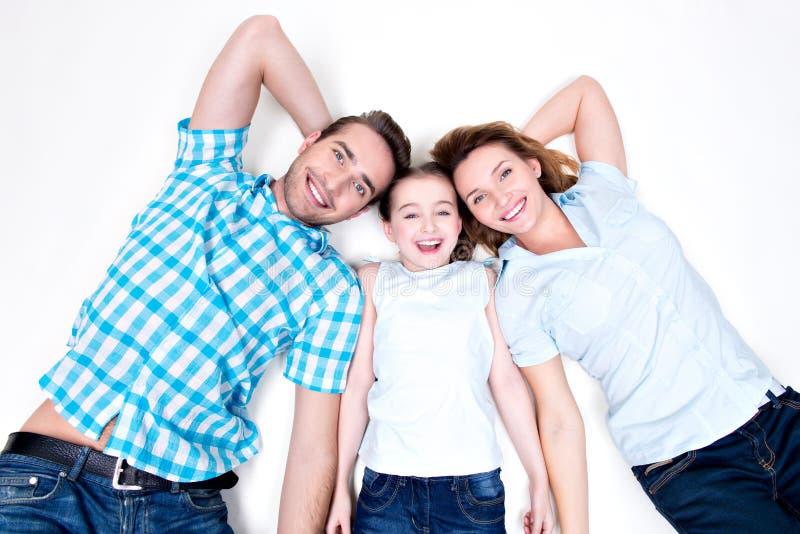 Portrait courbe de jeune famille de sourire heureuse caucasienne photo libre de droits