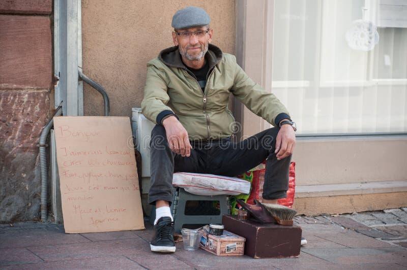 Portrait d'éclat de chaussure dans la rue photo libre de droits