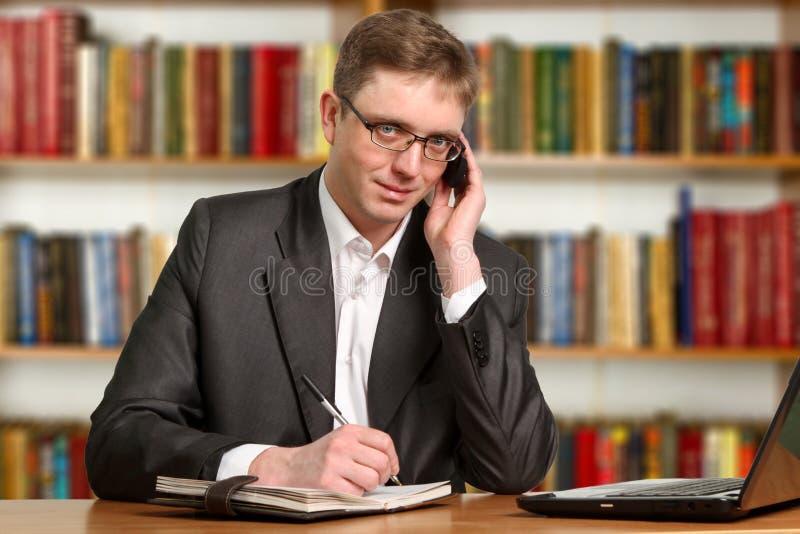 Portrait d'étudiant intelligent images stock