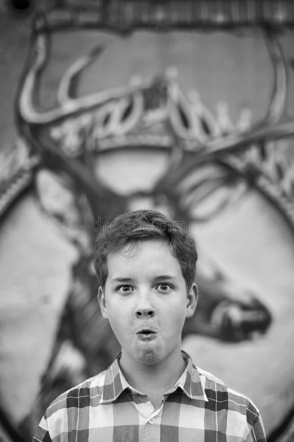 Portrait d'amusement du garçon d'adolescent images libres de droits