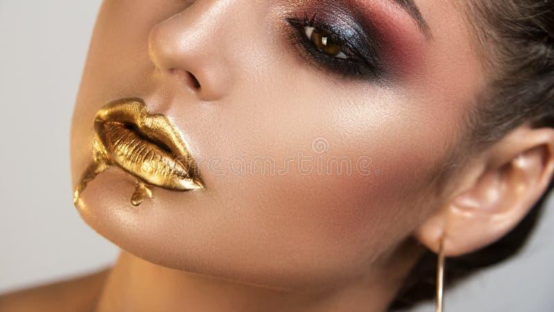 Portrait d'artiste de maquillage professionnel de belle fille de fille images libres de droits