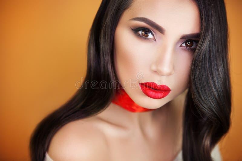 Portrait d'artiste de maquillage professionnel de belle fille de fille image stock