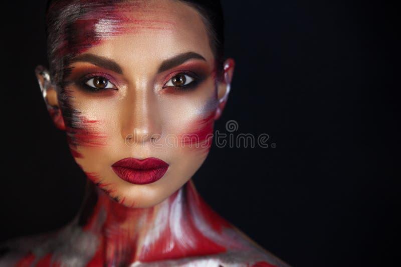 Portrait d'artiste de maquillage professionnel de belle fille photos libres de droits