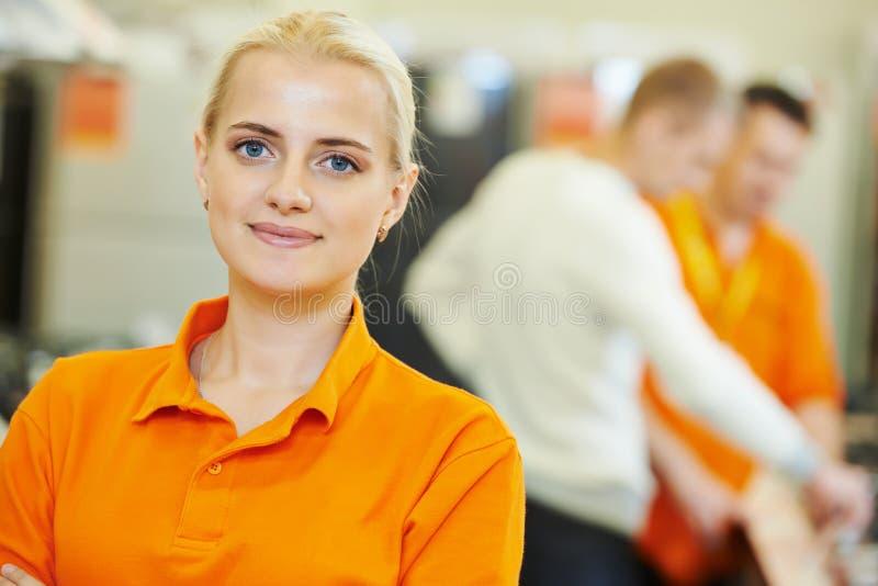 Portrait d'assistant de ventes images stock