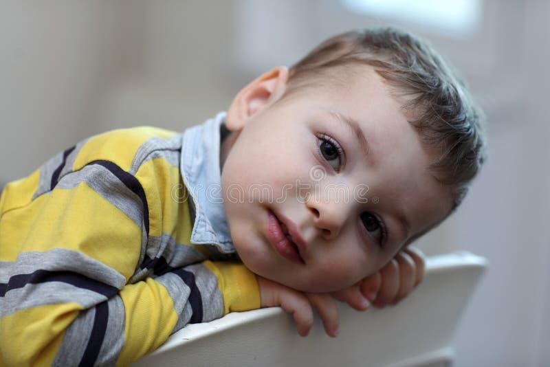 Portrait d'enfant au highchair photos stock