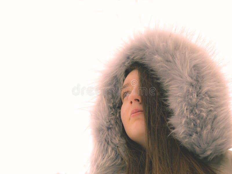 Portrait d'hiver Fille avec l'habillement d'hiver photo libre de droits