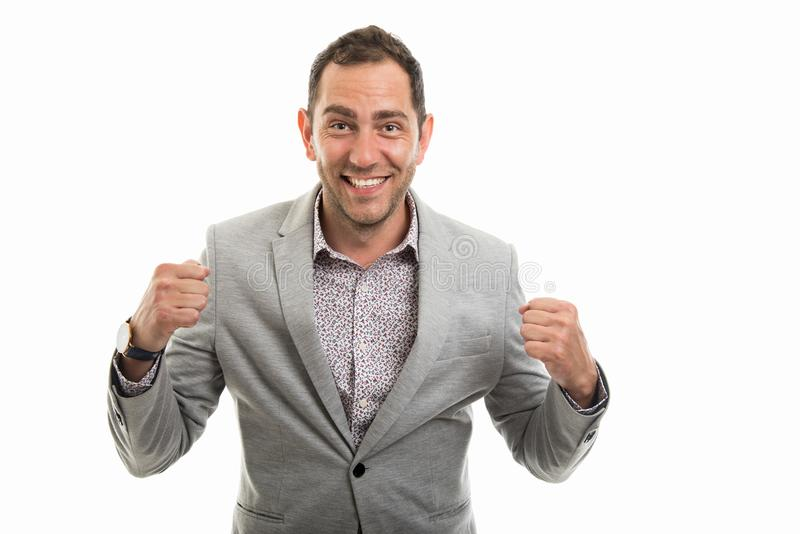 Portrait d'homme d'affaires montrant le geste de gain images stock