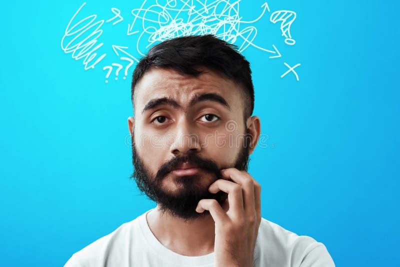 Portrait d'homme barbu soumis à une contrainte photos stock