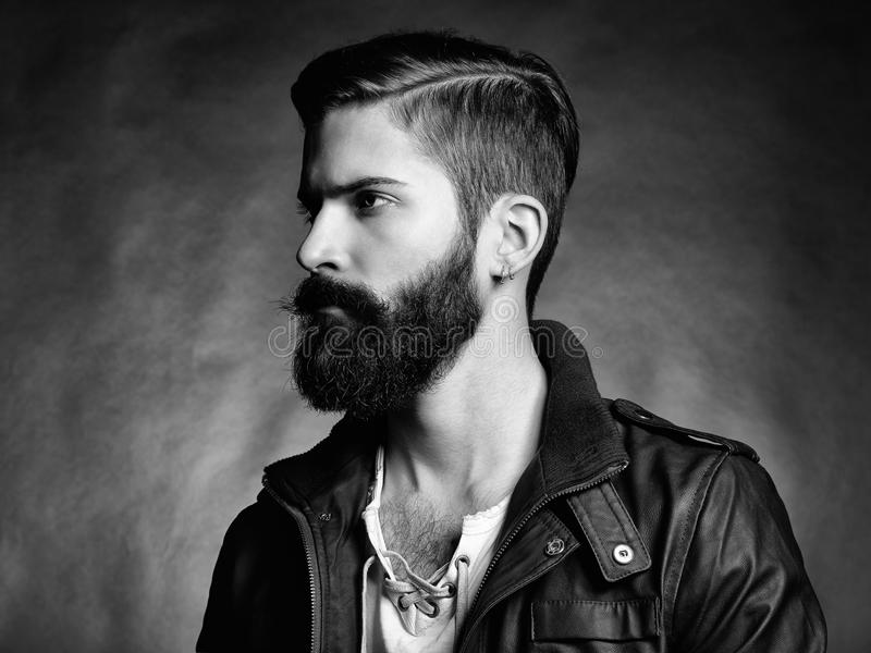 Portrait d'homme bel avec la barbe image stock