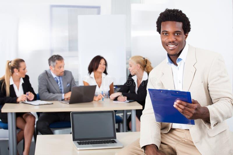 Portrait d'homme d'affaires africain heureux photos libres de droits