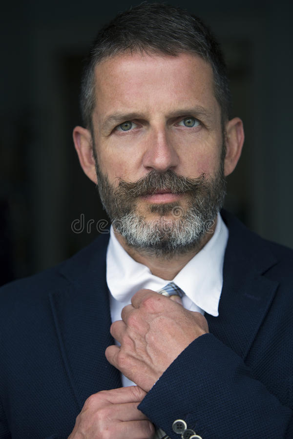 Portrait d'homme d'affaires bel photo stock