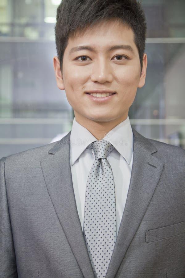 Portrait d'homme d'affaires de sourire photo stock