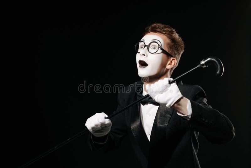 Portrait d'homme de pantomime sur le fond noir photos stock