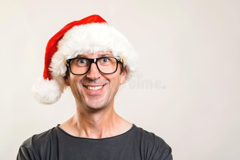 Portrait d'homme de Santa Concept de Noël Verres d'homme drôle et chapeau de port de Noël An neuf heureux Copiez l'espace photographie stock libre de droits