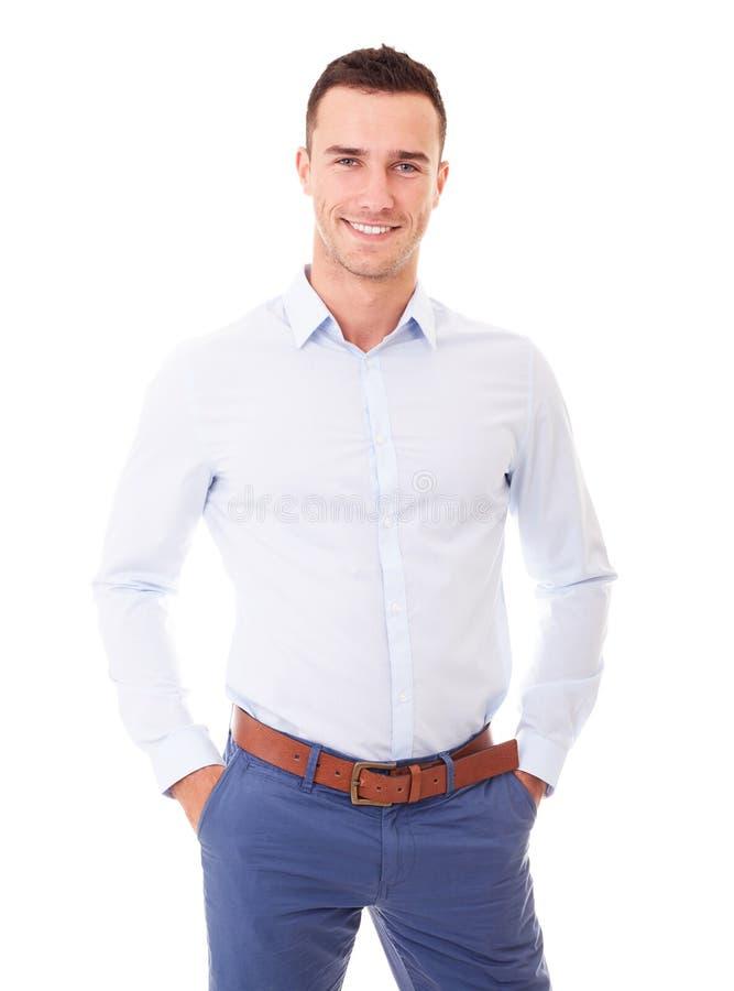 Portrait d'homme de sourire avec des mains dans des poches image libre de droits