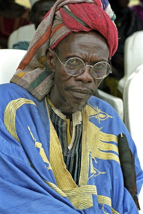 Portrait d'homme ghanéen dans la robe traditionnelle image libre de droits