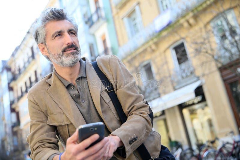 Portrait d'homme mûr dans la ville image libre de droits