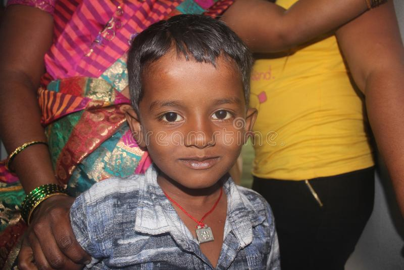 Portrait d'Inde indienne de sourire de garçon image libre de droits