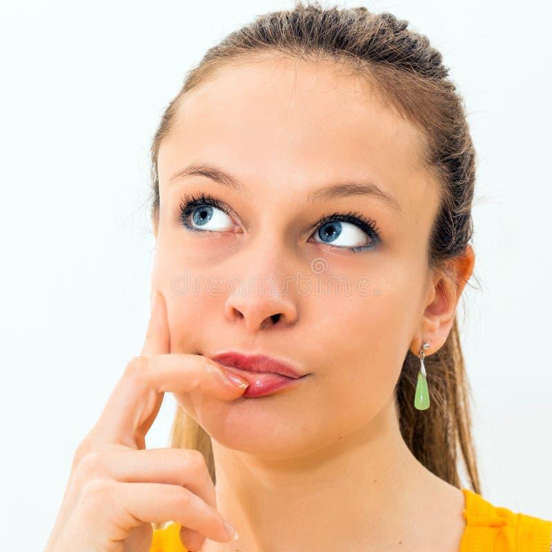 portrait d'intérieur d'une femme de pensée photos stock
