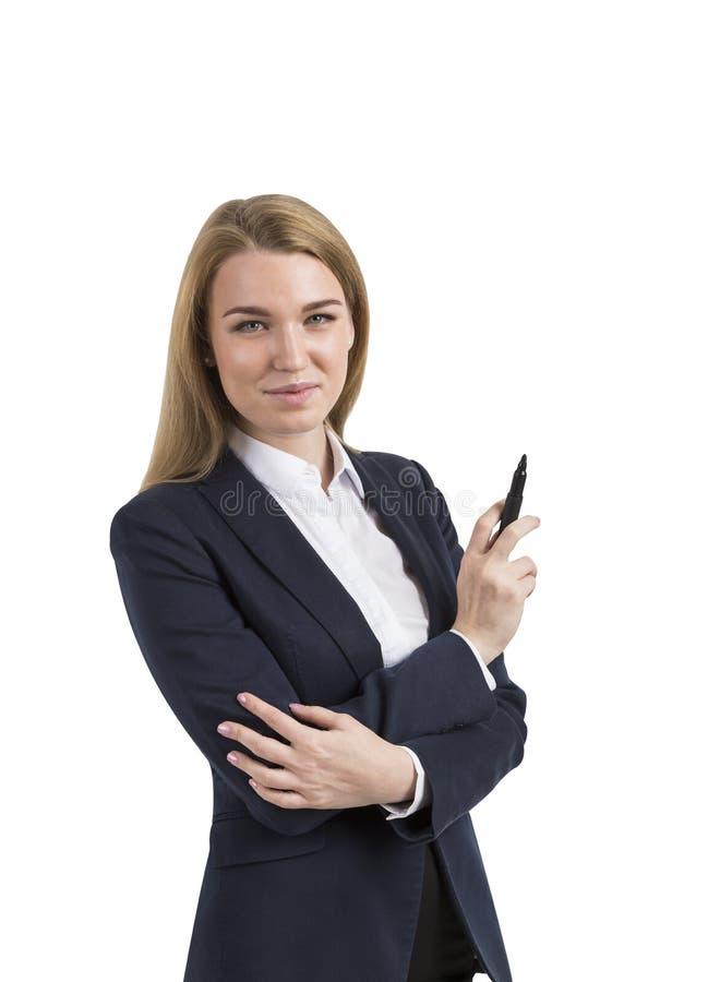 Portrait d'isolement de femme d'affaires blonde tenant un marqueur dans elle image libre de droits
