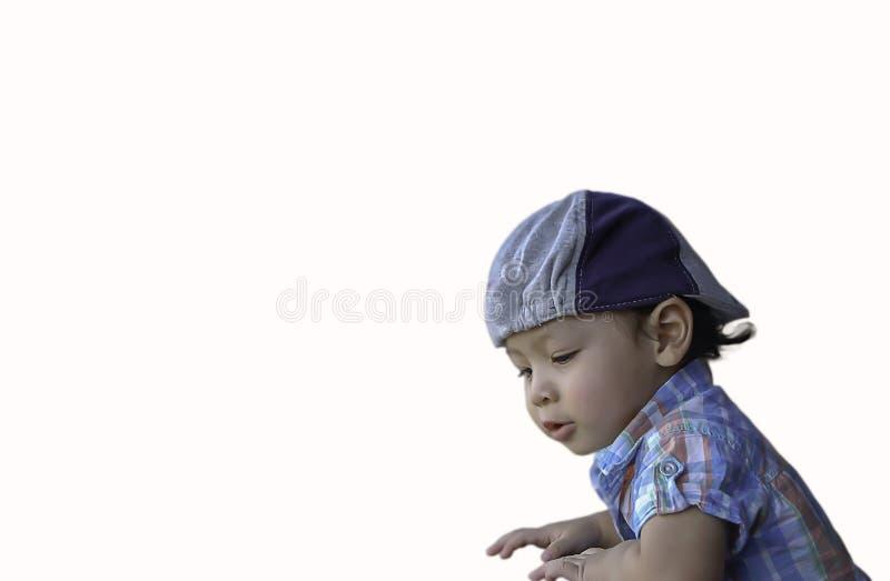 Portrait d'isolement d'un garçon, âge asiatique 2 ans sur un fond blanc image libre de droits