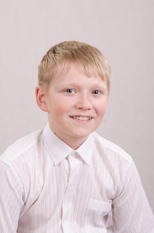 Portrait d'un adolescent de sourire douze images libres de droits