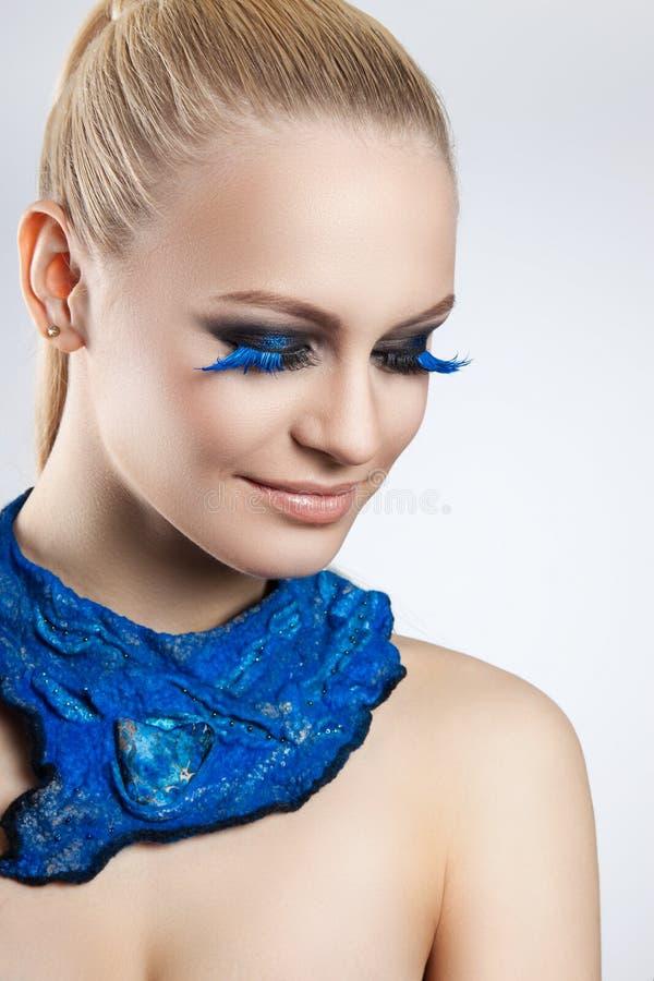 Portrait d'un beau maquillage de soirée image stock