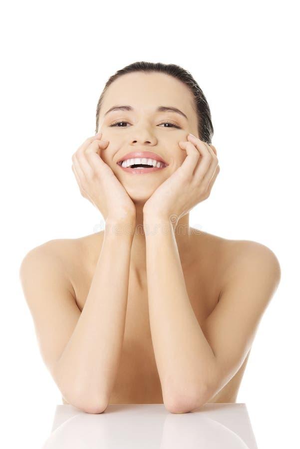 Portrait d'un beau modèle femelle heureux image stock
