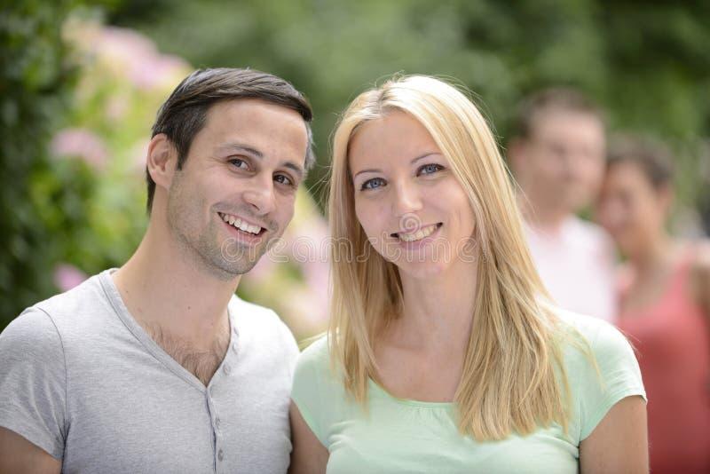 Portrait d'un couple hétérosexuel heureux images libres de droits