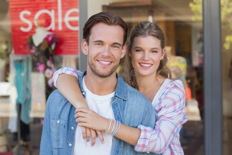 Download Portrait D'un Couple Heureux De Sourire Image stock - Image du mail, consommationisme: 56489889