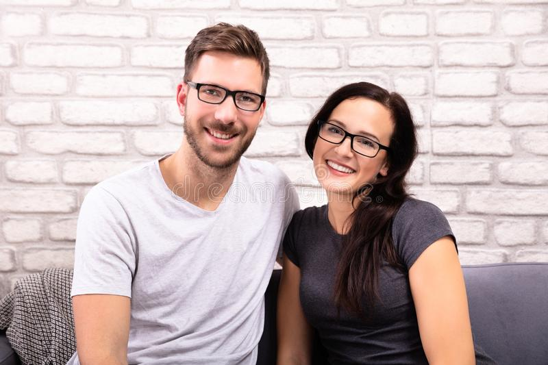 Portrait d'un couple heureux photographie stock libre de droits