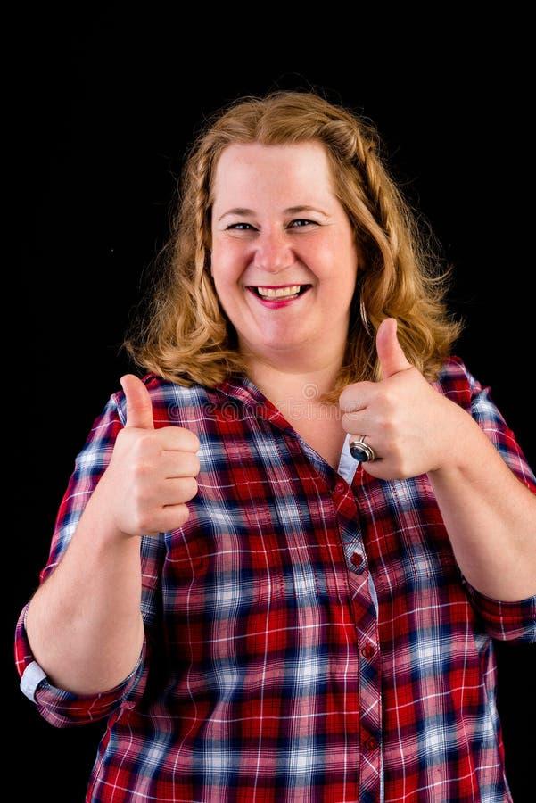 Portrait d'un d'une chevelure rouge overweighted léger européen attrayant photo stock
