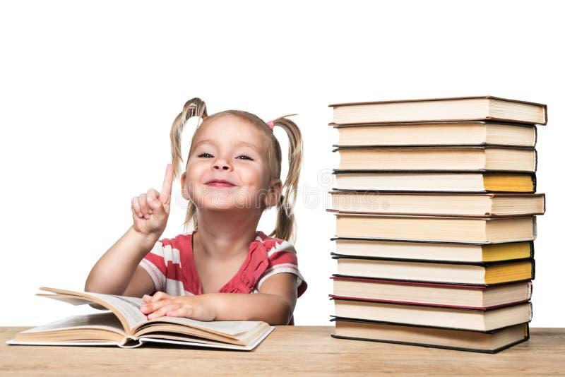 Portrait d'un enfant avec le livre photographie stock