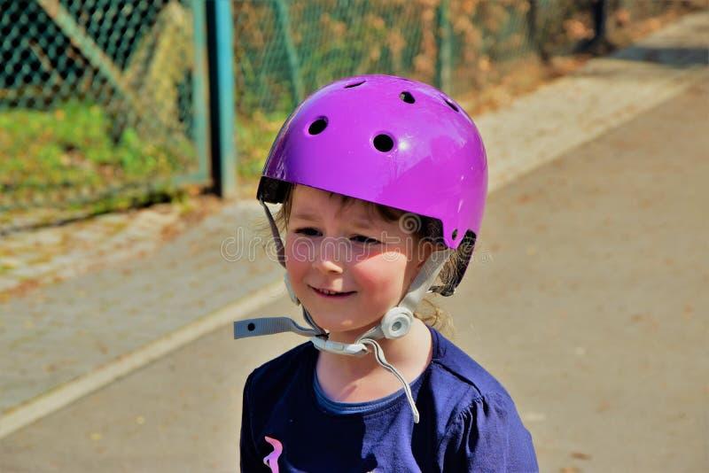 Portrait d'un enfant dans un casque photo libre de droits