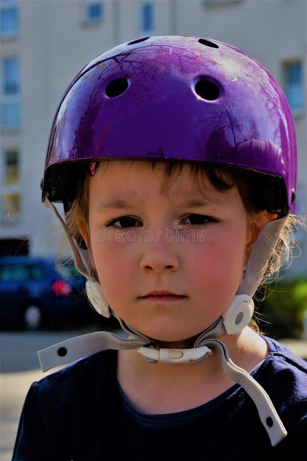 Portrait d'un enfant dans un casque image libre de droits