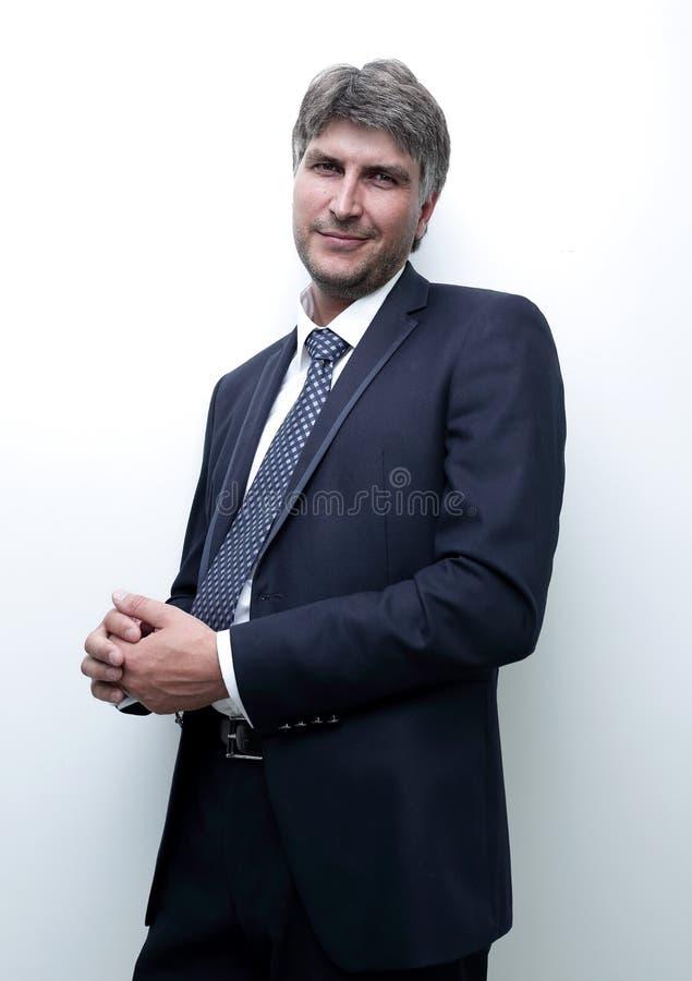 Portrait d'un homme d'affaires bienveillant sérieux photo stock