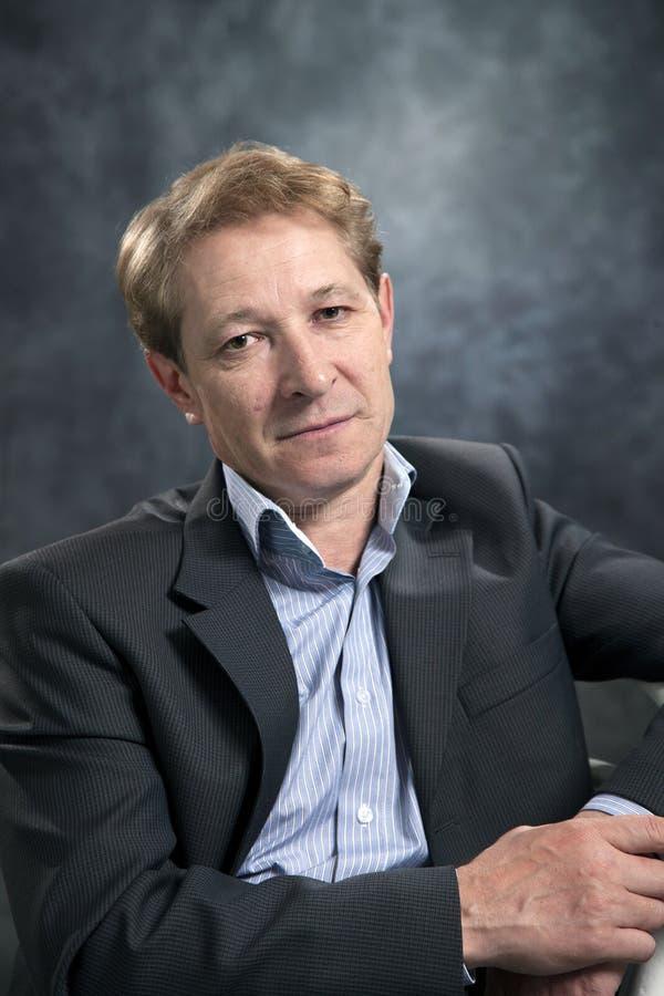 Portrait d'un homme d'affaires sans lien images libres de droits