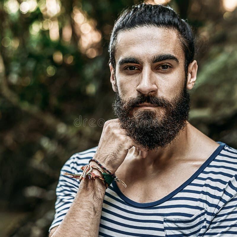 Portrait d'un homme barbu brutal image libre de droits
