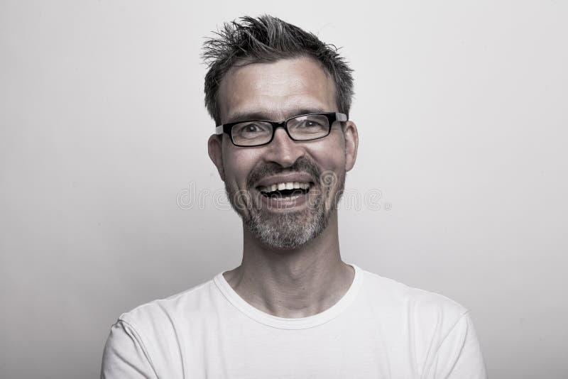 Portrait d'un homme bel de sourire heureux images libres de droits