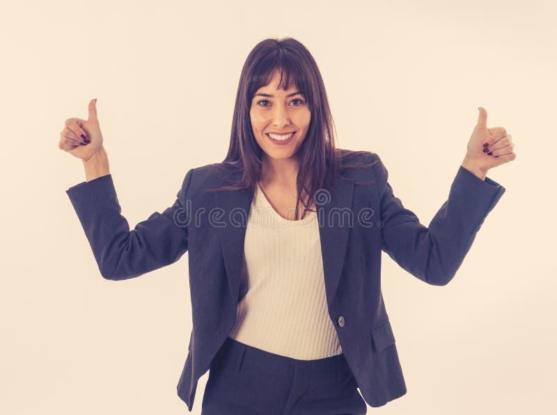 Portrait d'un jeune beau pouce de sourire d'apparence de femme d'affaires  D'isolement sur le fond blanc images stock