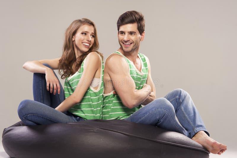 Portrait d'un jeune couple photos libres de droits