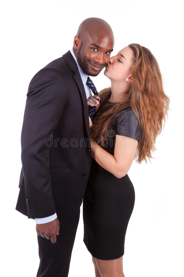 Portrait d'un jeune couple mélangé heureux photos stock