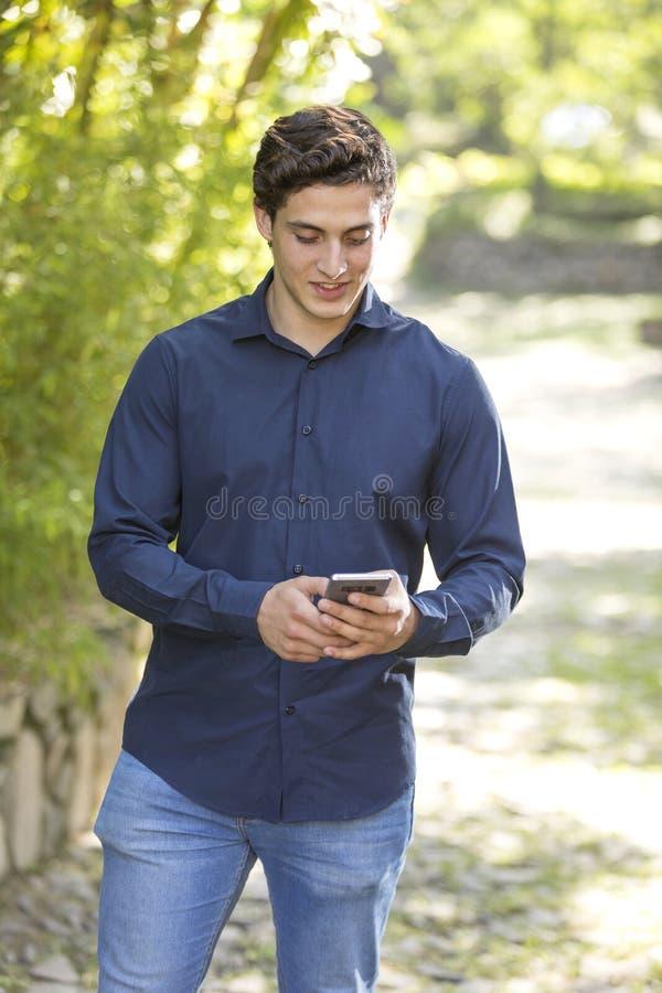 Portrait d'un jeune homme d'affaires photographie stock