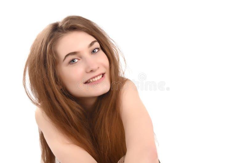 Portrait d'un jeune sourire drôle de femme. photographie stock