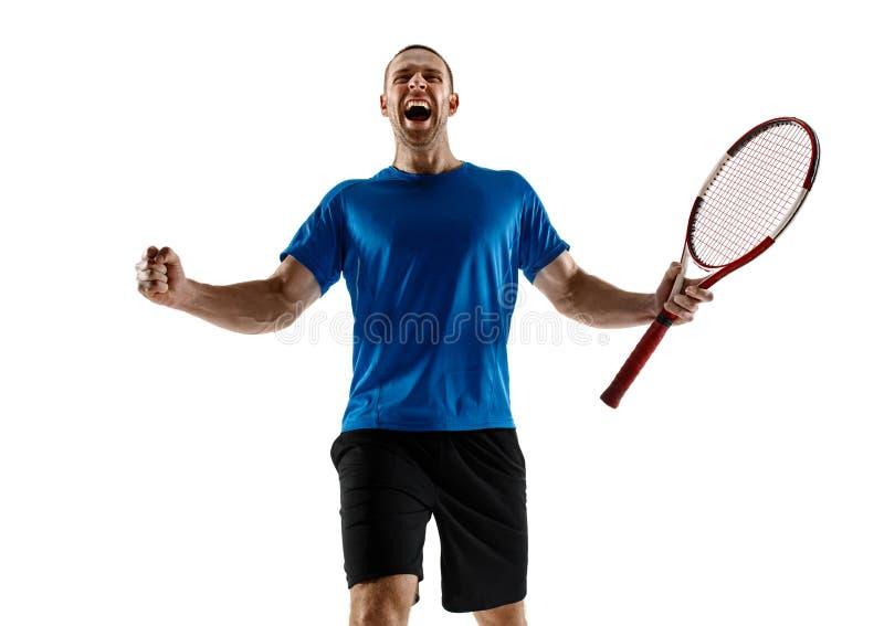 Portrait d'un joueur de tennis masculin beau célébrant son succès d'isolement sur un fond blanc photo stock